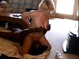 Cuckolding MILF facesitting